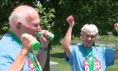pareja de abuelos entrena en secreto