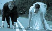 Pareja se casa a mitad de un maratón