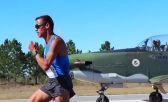 Andrés Zamora corrió contra un avión