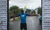 Usain Bolt en una carrera de asfalto