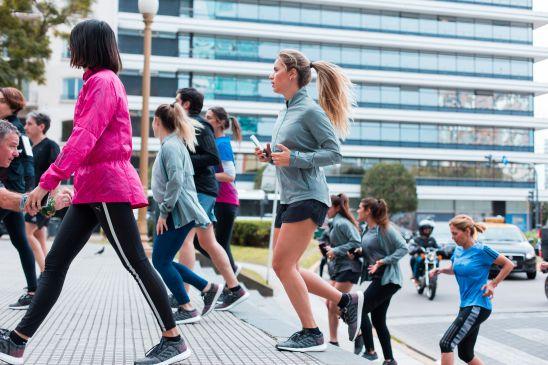 Florencia Fernández, corriendo por el centro porteño