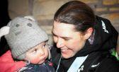 Jasmin Paris junto a su beba