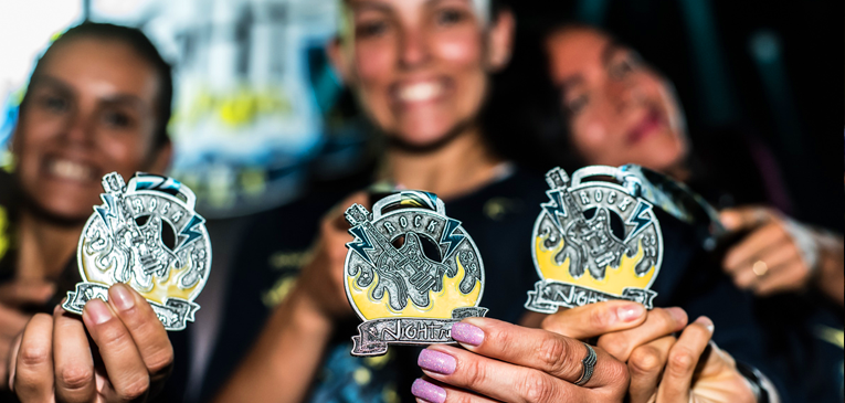 La espectacular medalla de Night Run Rock