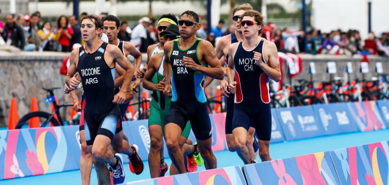 Taccone en el triatlón de los Juegos Panamericanos (foto: Wagner Araújo / ITU Media)
