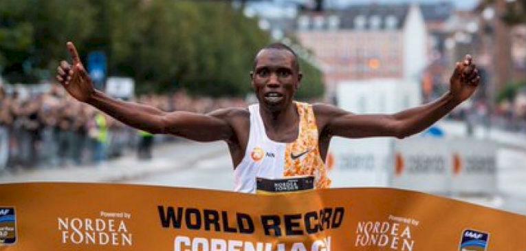 Geoffrey Kamworor consigue el récord mundial en media maratón