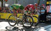 A vitória foi apertada, no sprint final, onde Sagan bateu o norueguês Alexander Kristoff por uma vantagem mínima - Foto: ASO