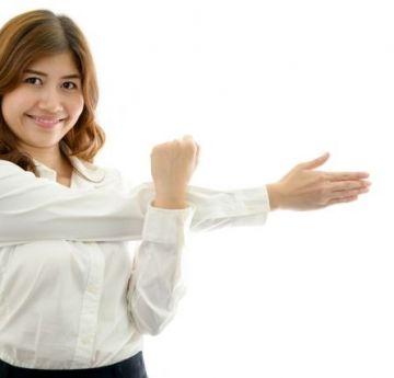 8-alongamentos-para-combater-a-dor-nas-costas-no-trabalho-4-4-640-427