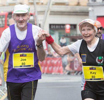Casal de 80 anos completa maratona juntos