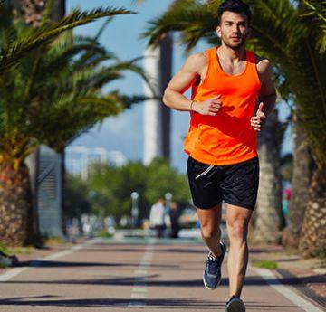 Uma das melhores formas de pousar o pé é com a aterrissagem do médio pé. O corredor pode ter menos chances de lesões devido ao menor impacto