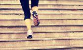 Um dos principais benefícios dos treinos em escadas é que ela ajuda a trabalhar a potência da corrida, pois, em geral, ele é sempre pautado na força