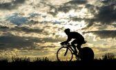 O ciclista passa muito tempo em cima da bike,