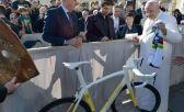 Papa Francisco tiene bici nueva