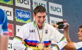 Eloi Palau, de 21 años, campeón catalán de bike trail, celebrando su victoria
